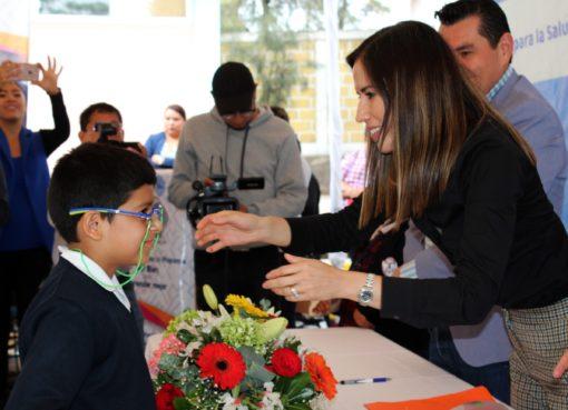 Apoya SEG a estudiantes con entrega de lentes