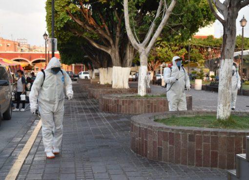 Desinfectan espacios públicos para prevenir coronavirus.