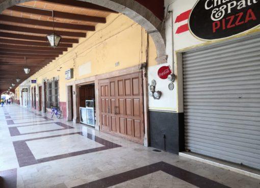 Cierran locatarios de zona centro en Juventino Rosas por bajas ventas