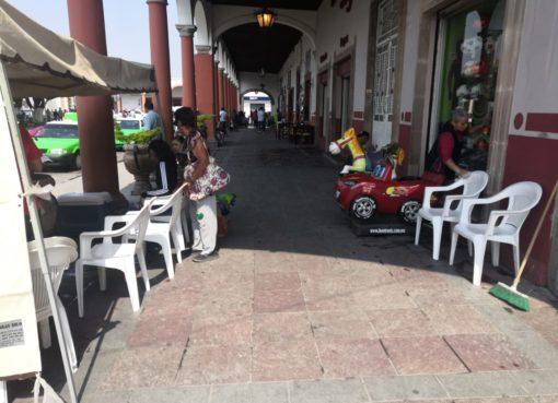 Bajan ventas de comercio local en Apaseo el Grande.