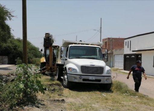 Limpieza de canales en Apaseo el Grande lleva un 80%