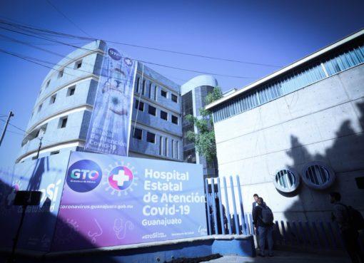 El equipo de baloncesto Abejas y HEB donan 100 tarjetas para despensas a trabajadores Hospital Estatal Covid-19 en León.