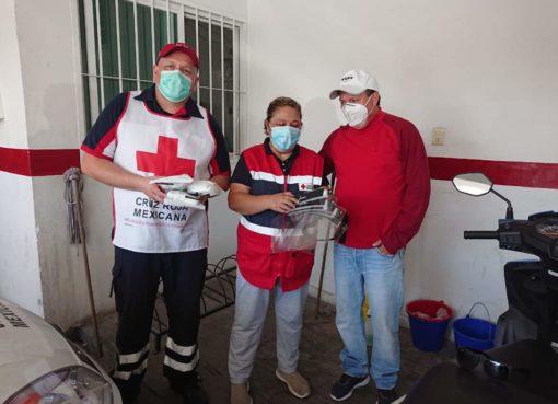 Ciudadano dona equipo de protección personal a Hospital, Cruz Roja y Bomberos