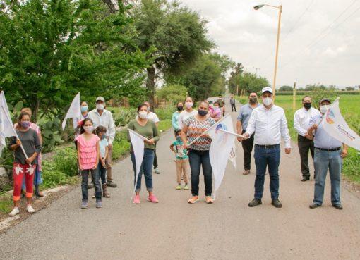Rehabilitan camino a Bellavista en Cortazar