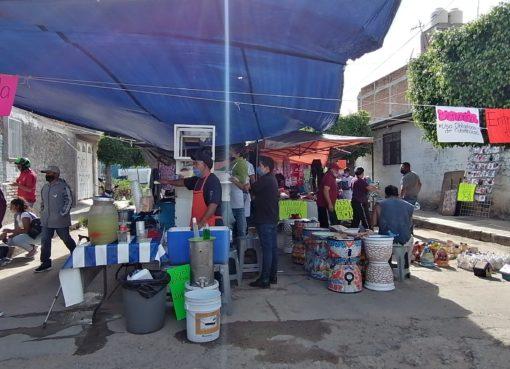 Acuerdan estrategias para reanudar actividad en Tianguis «Los Sabaditos»