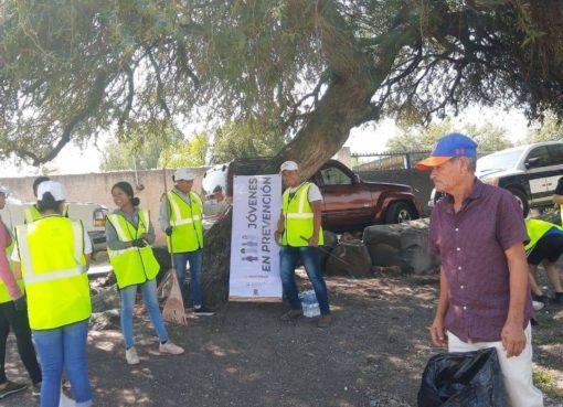 """""""Jóvenes en prevención"""" rescatan espacios públicos en Apaseo el Grande"""