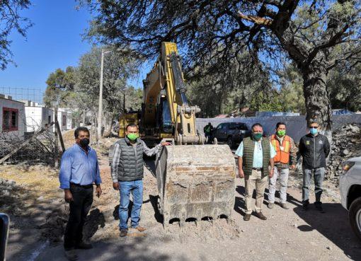 Inician trabajos de pavimentación en calle de Apaseo el Grande