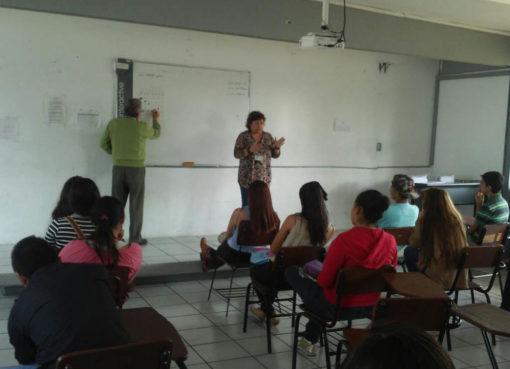 Jóvenes de Tarimoro evitan rezagarse en educación básica