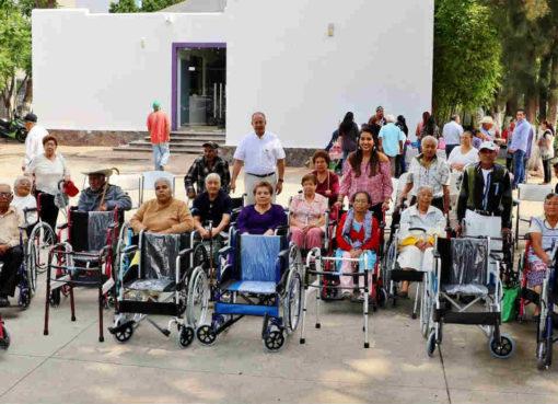 Municipio y DIF entregan aparatos ortopédicos en Cortazar