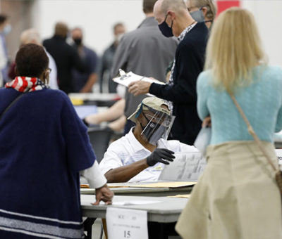 """Trump pide suspensión y recuento de votos en 3 estados clave por """"irregularidades"""""""