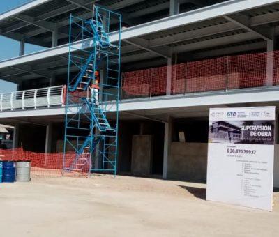Continúa la construcción y mantenimiento de escuelas en León