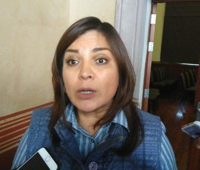 """""""Se está trabajando"""" mencionó la alcaldesa de Celaya después de varias semanas de evadir el tema sobre el cierre del cruce de las vías en avenida irrigación"""