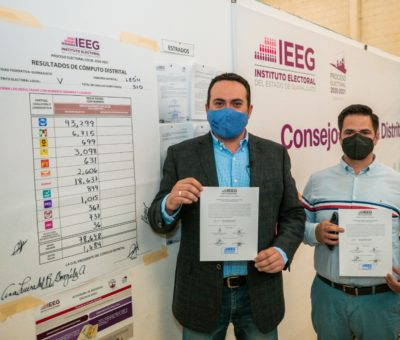 Recibe Aldo Márquez constancia de mayoría por parte del IEEG
