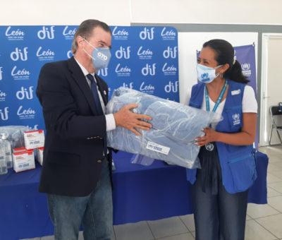 Dona la ACNUR en Guanajuato material médico a personal de salud en primera línea contra el COVID-19.