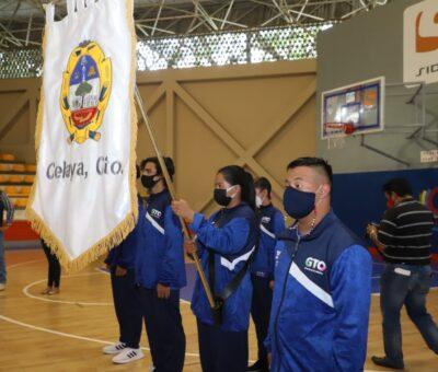 Abanderó el presidente municipal, Javier Mendoza, a deportistas celayenses que competirán en eventos nacionales.
